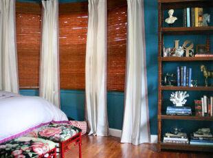 落地飘窗省去了窗台的空间,凸出的墙面设计给人新鲜感。,飘窗,墙面,白色,原木色,蓝色,