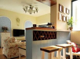 要在有限的空间里搭设一个简约版的吧台,需要发挥想象力,这款设计给人清新自然的感觉,同时又充满小资情调。,吧台,墙面,原木色,黄色,