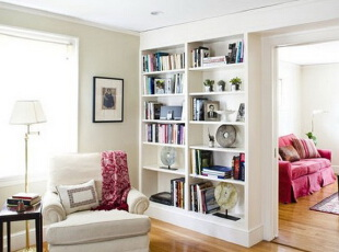 在过道处增加两个书柜,一把沙发椅,一个明亮的窗户,一间相当休闲的书房就打造出来了。,书房,简约,现代,宜家,白色,