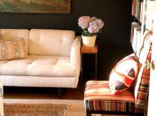 午后偷个闲,窝在温馨的小书房里读书,放松一下。,书房,墙面,地台,黑白,白色,黄色,