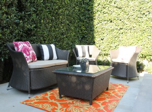 闲暇时,到阳台晒晒阳光吧,让身心自然放松。,阳台,现代,黑白,