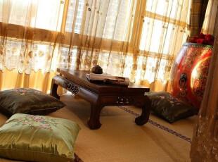 在窗户边建个日式小地台,每日小酌一杯,看看风景,聊聊人生,好不休闲。,地台,日式,黄色,原木色,