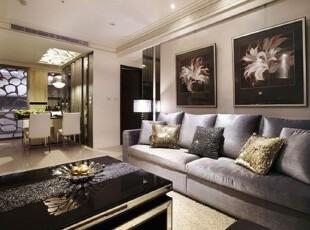 简练的把手线条,是梧桐木柜上唯一的装饰。梧桐木在「金属奢华」的风格中,扮演了居中调和的重要角色,如电视墙结合连续概念,以线性延伸打造刚柔交错的主墙造型。简单使用挂画轨道妆点背墙表情,使散发金属光泽的沙发成为客厅主角。,日式,现代,客厅,沙发,大气,简约,