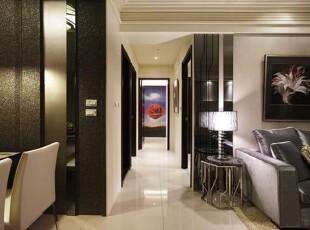 主卧室内的达利画作成为走道端景,设计师认为即便坪数不大,也能透过巧妙的设计手段,打造出精致的小玄关,媲美大户人家的视觉享受。,过道,日式,现代,高贵,