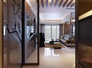树状的开展,在玄关屏风与壁面开展出虚实印象,预告着居家元素的自然协调。,玄关,现代,自然,大气,