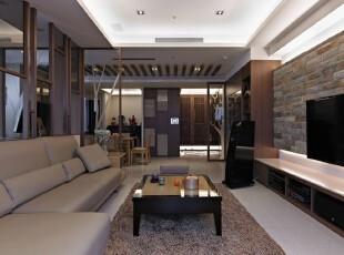 设计师拆除原格局其中一间卫浴,改以储藏室与佛堂,动线的修正创造了玄关独立区块。,沙发,客厅,简约,大气,现代,