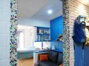 开始入客厅了,看到没有,墙面贴的彩色石子,花了不少时间,可是效果不容忽视,地中海,客厅,单身公寓,