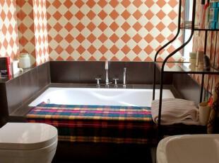 格子墙面浴室,提高浴室格调,卫生间,浴室,红色,白色,
