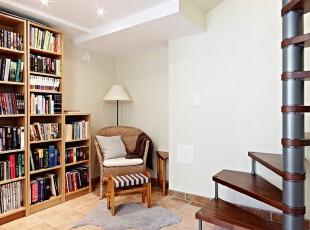 89平米的简约清新的复式公寓-书房、楼梯
