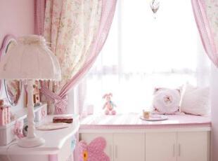 粉色梦幻飘窗窗帘