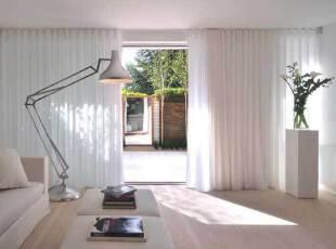 简约白净的客厅