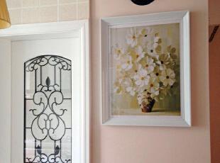 温馨的家居装饰,不能缺少与家居协调的装饰画和相片搭配。