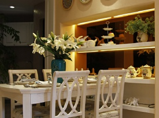 纯白简约餐台