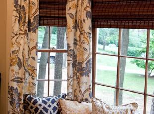 阳台上的窗帘