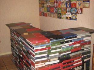 时尚的书堆吧台