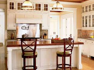 简约带吧台的厨房
