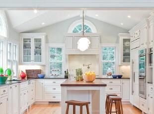 现代白色厨房 纯朴而...