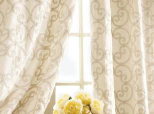 梦幻窗帘和夏风的喃喃细语