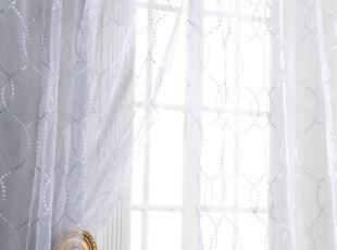 窗帘和夏风的喃喃细语