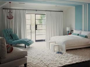 蓝白色婚房