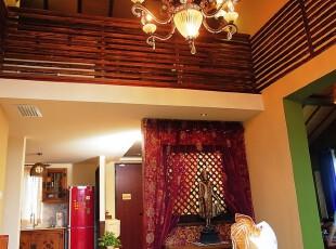 原木别墅阁楼的热带风情