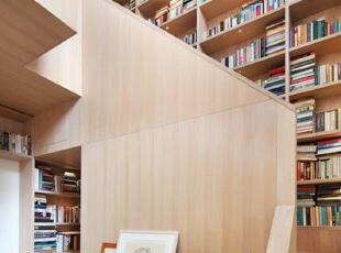 色彩淡雅的书塔房子