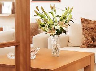 茶几上的一瓶摆设让客厅提升了品味,优雅动人。,75平,12万,公寓,简约,原木色,白色,