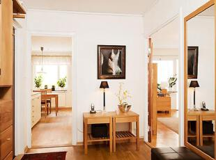 玄关处的装饰画衬托出了小屋的灵气。,75平,12万,公寓,简约,原木色,白色,