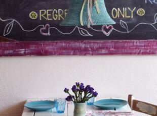 蓝色、手工编织的灯具饰物,保护了灯又让整个餐厅很有情调。,餐厅,餐台,墙面,蓝色,紫色,白色,收工,小资,简约,
