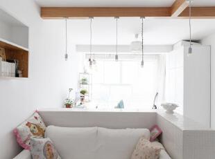 小小的客厅被小白墙包围起来,可以在这个私密空间静静地阅读。,60平,3万,小户型,欧式,简约,宜家,客厅,白色,