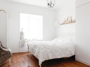 懒人需要一个很亮的卧室,这样就不会睡懒觉了……,60平,3万,小户型,欧式,简约,宜家,卧室,白色,