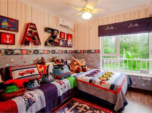 小孩房充满童趣,可爱萌翻的动漫玩偶和趣味字母收纳柜,加上布艺漫画相片,能让孩子瞬间爱上这个小房子。,70平,6万,两居,混搭,红色,墙纸,儿童房,卧室,蓝色,