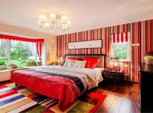 红色条纹,大色块将主卧装饰成美式混搭风,时尚趣味。,70平,6万,两居,混搭,红色,卧室,