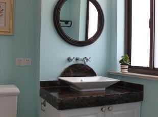 颜色明快的卫生间,让每一个进入此空间的人流连忘返。,