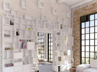 爬满墙面的疯狂白色格...