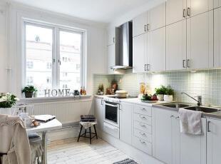 清清浅浅的淡绿色与白色成为绝配,打造出清新、整洁的厨房。