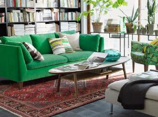 绿色、红色撞色的简约客厅