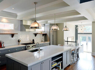 阁楼厨房 黑白色的素雅经典