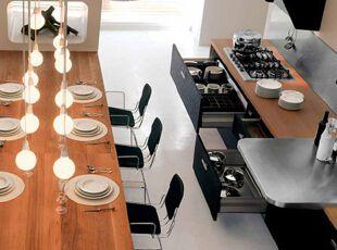 黑白简约厨房 时尚吊灯来装饰