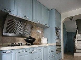 淡蓝色厨房整体橱柜 把一片天空带回家