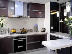 咖色橱柜 现代厨房