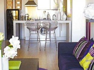 简约吧台隔断客厅与厨房