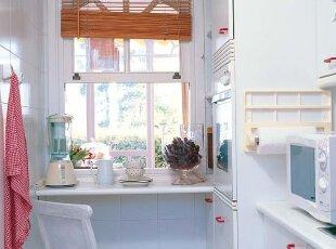 白色厨房让视觉最大化