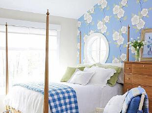 阁楼打造的优雅地中海风格卧室