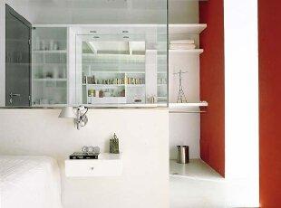 站在卧室里 照卫生间镜子