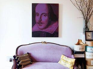 高贵紫色装饰的新古典客厅