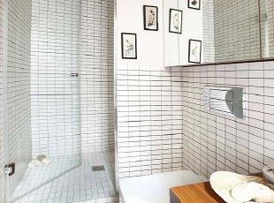 小方砖卫生间古旧风 镜柜设计现代感
