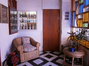 琉璃玻璃窗装饰的中式客厅