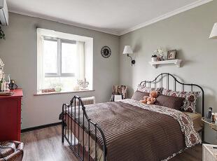铁艺装饰的欧式浪漫卧室