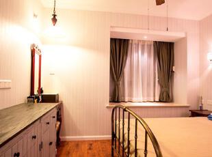 复古铁艺装饰的浪漫卧室